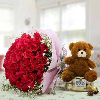 Hamper Showing love: Friendship Day Flowers & Teddy Bears
