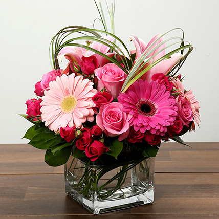 Roses and Gerbera Arrangement In Glass Vase: