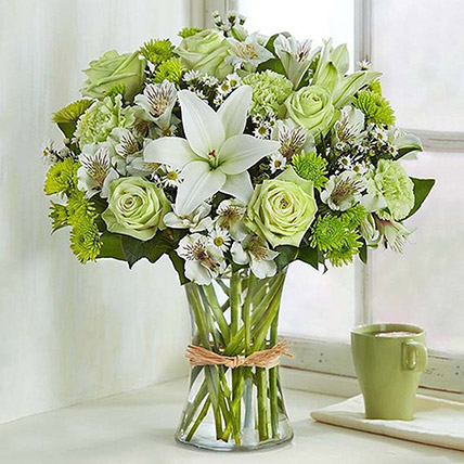 Bunch Of Green and White Flowers: Luxury Flowers Dubai