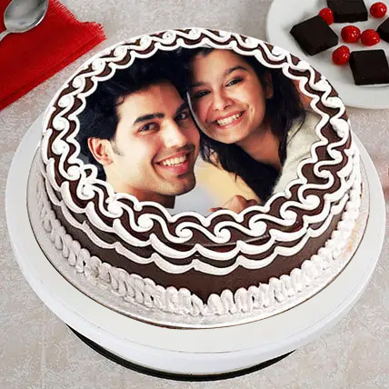 Personalized Cake of Love: wedding anniversary cake with photo