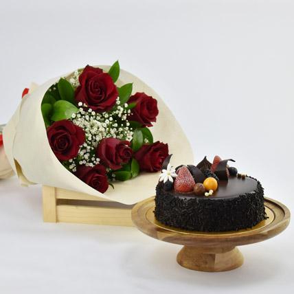 Elegant Rose Bouquet With Chocolate Fudge Cake: Valentine Flowers & Cakes