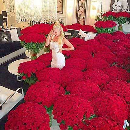 Extravagance Of Red Roses: Unique Gifts