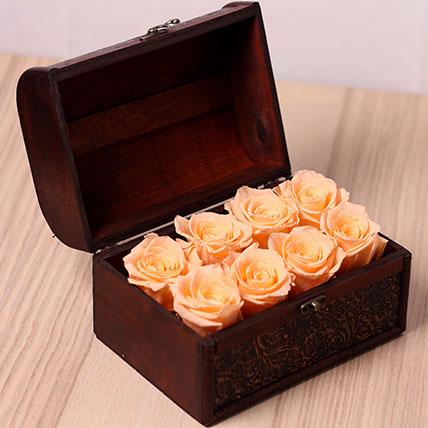8 Peach Forever Roses in Treasure Box: Forever Roses