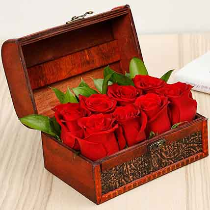 Mini Treasured Roses: Flower in a Box