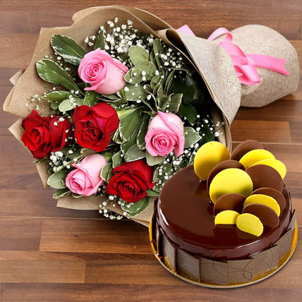 Beautiful Roses Bouquet With Chocolate Fudge Cake: Cake and Flower Delivery in Dubai