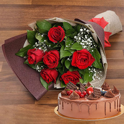 Elegant Rose Bouquet With Chocolate Fudge Cake: