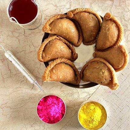 Gujiya with Holi Colors: Gifts For Holi