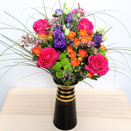 Roses N Lisianthus in a Vase: Happy Women's Day Flowers