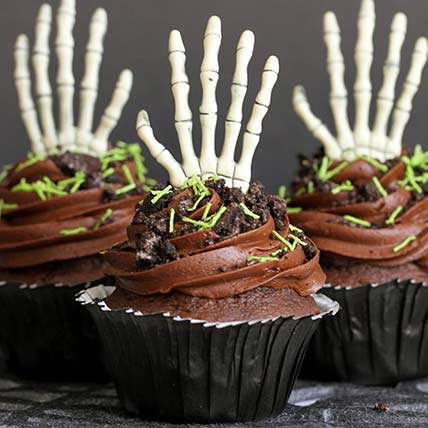 Skeleton Claw Cup Cakes: Halloween Gift Ideas
