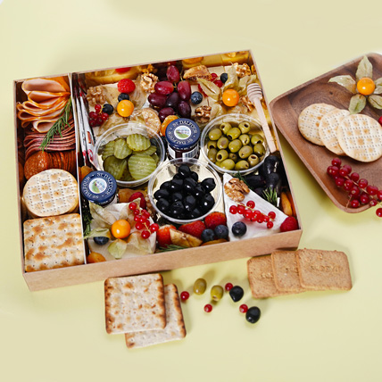 Small Cheese Box with Condiments: Birthday Gifts for Him