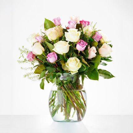 Delightful Assorted Rose Vase Arrangement: Saudi Arabia Gift Delivery